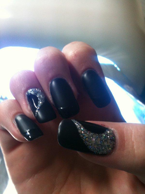 pose d 39 ongles en gel noir brillant noir mat cils ongles. Black Bedroom Furniture Sets. Home Design Ideas