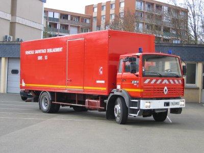 53 departement de la mayenne renault g 230 pompiers. Black Bedroom Furniture Sets. Home Design Ideas
